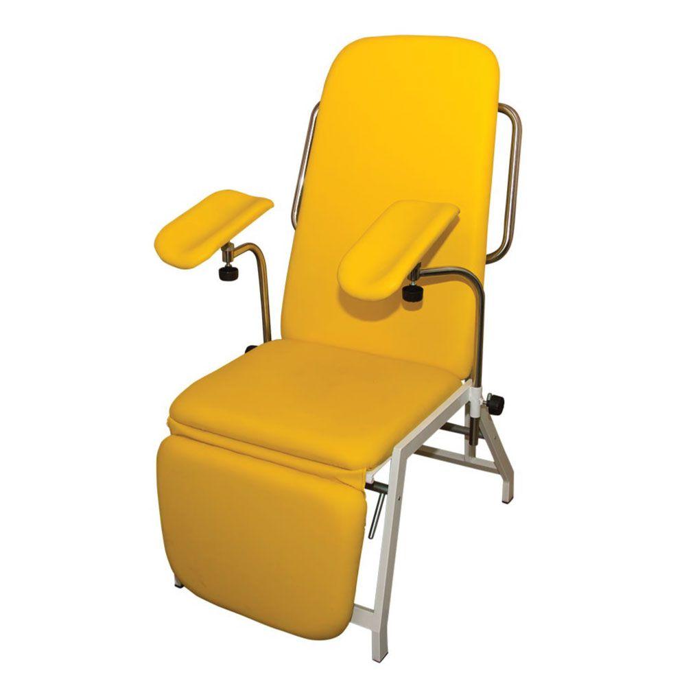tenă într un scaun)